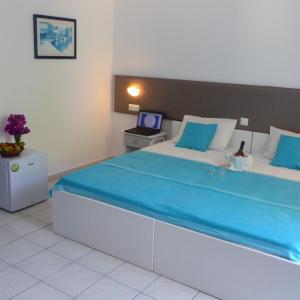 Blue Nest Hotel, Hotel  Tigaki - big - 56