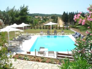 Villa Madeleine, Apartments  Nea Fokea - big - 43