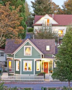 Accommodation in Alameda