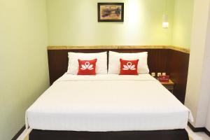 ZEN Rooms KH Mas Mansyur, Отели  Сурабая - big - 1
