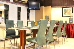 ZEN Rooms KH Mas Mansyur, Отели  Сурабая - big - 14
