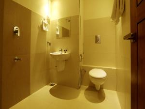 OYO 4491 George's The Royal Suite Residency, Hotel  Sultan Bathery - big - 2