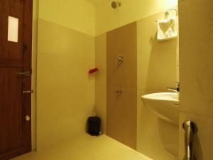 OYO 4491 George's The Royal Suite Residency, Hotel  Sultan Bathery - big - 17
