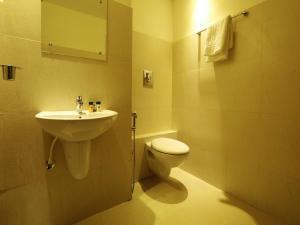 OYO 4491 George's The Royal Suite Residency, Hotel  Sultan Bathery - big - 7
