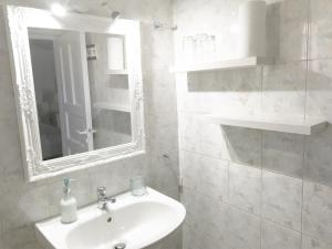 Only yours , Mykonos, Apartments  Paraga - big - 23