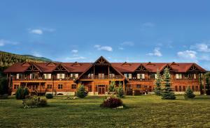Revelstoke Hotels