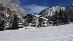 Residence Villa Funtanes - AbcAlberghi.com