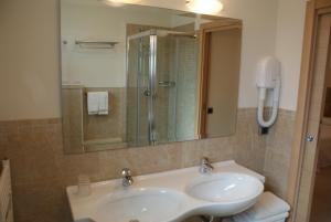 Hotel Granada, Отели  Милано-Мариттима - big - 8