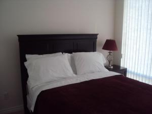 Whitehall Suites - Mississauga Furnished Apartments, Apartments  Mississauga - big - 30