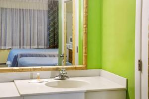 Days Inn & Suites by Wyndham Davenport, Szállodák  Davenport - big - 7