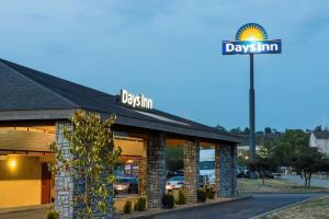 Days Inn by Wyndham Pittsburgh-Harmarville