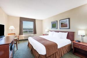Super 8 by Wyndham Windsor NS, Hotels  Windsor - big - 2
