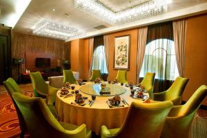Grand Aston City Hall Hotel & Serviced Residences, Aparthotels  Medan - big - 15