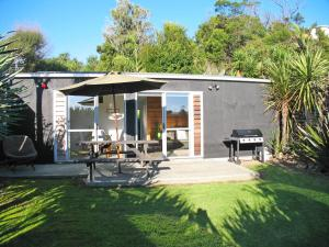 Accommodation in Surfdale
