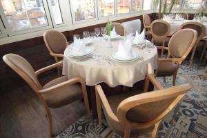 Hotel Boutique Restaurant Gloria, Отели  Тирана - big - 40