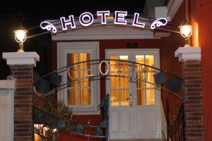 Hotel Boutique Restaurant Gloria, Отели  Тирана - big - 26