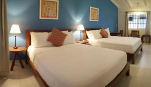 Deluxe Queen Room with Two Queen Beds El Mirador Suites and Lounge