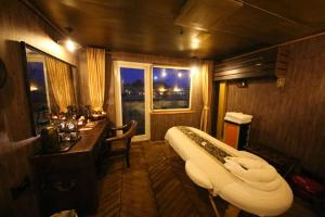 Vintage Luxury Yacht Hotel (13 of 40)