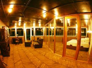 Vintage Luxury Yacht Hotel (11 of 40)