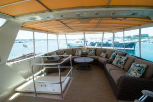 Ocean Romance Dockside Bed & Breakfast Yacht, Отели типа «постель и завтрак»  Ньюпорт - big - 32