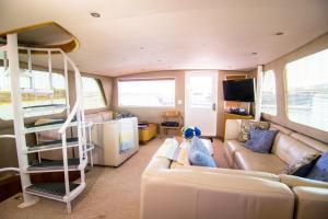 Ocean Romance Dockside Bed & Breakfast Yacht, Отели типа «постель и завтрак»  Ньюпорт - big - 41