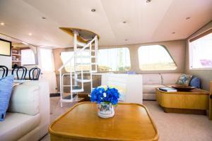 Ocean Romance Dockside Bed & Breakfast Yacht, Отели типа «постель и завтрак»  Ньюпорт - big - 40