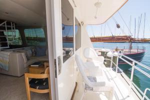 Ocean Romance Dockside Bed & Breakfast Yacht, Bed and Breakfasts  Newport - big - 51