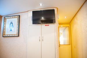 Ocean Romance Dockside Bed & Breakfast Yacht, Bed and Breakfasts  Newport - big - 62