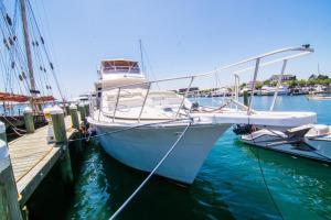 Ocean Romance Dockside Bed & Breakfast Yacht, Отели типа «постель и завтрак»  Ньюпорт - big - 33