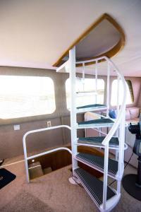 Ocean Romance Dockside Bed & Breakfast Yacht, Bed and Breakfasts  Newport - big - 45