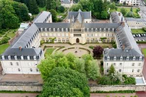 Location gîte, chambres d'hotes Espace Bernadette Soubirous Nevers dans le département Nièvre 58