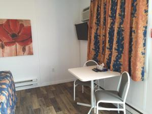 Motel L'Avantage, Motels  Roberval - big - 27