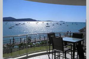 Absolute Waterfront 2 Bedroom Apartment, Apartmány  Airlie Beach - big - 1
