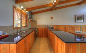Endeavour Lodge, Apartmány  Burnt Pine - big - 4