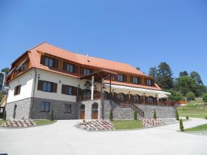 Farkas Panzió - Hotel - Cîrţa
