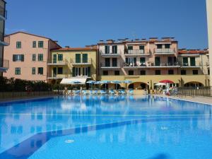 Appartamento Vista mare con Piscina Cala di Sole - AbcAlberghi.com