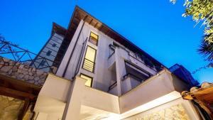 The Strand Hotel - AbcAlberghi.com