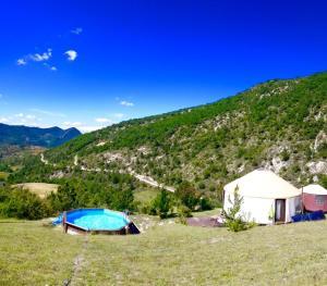 Location gîte, chambres d'hotes Les Carlines du Grand Bois dans le département Drôme 26