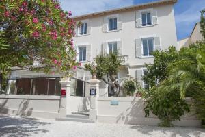 Location gîte, chambres d'hotes Hotel La Bienvenue dans le département Var 83