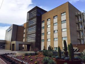 M.A.C Royal Suites Hotel & Cas..