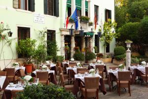 Pensione Accademia - Villa Maravege (5 of 63)