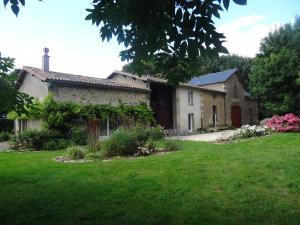 Location gîte, chambres d'hotes L´Aveneau dans le département Deux Sèvres 79