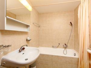Apartment Régina B5, Апартаменты  Arveyes - big - 8
