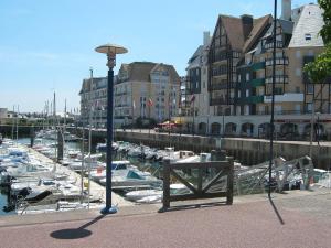 Apartment Port Guillaume.8, Apartmanok  Dives-sur-Mer - big - 3