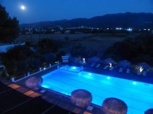 Blue Nest Hotel, Hotel  Tigaki - big - 38