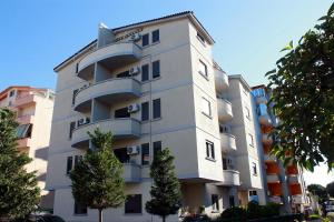 Arbana Apartments - Golemasi