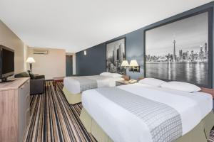 Super 8 by Wyndham Downtown Toronto