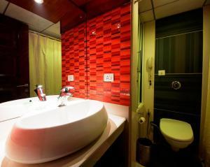 Hotel Aura, Отели  Нью-Дели - big - 103