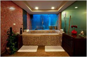 Hotel Aura, Отели  Нью-Дели - big - 96