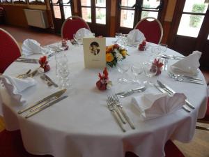Hotel Restaurant Le Cygne, Szállodák  Conches-en-Ouche - big - 18